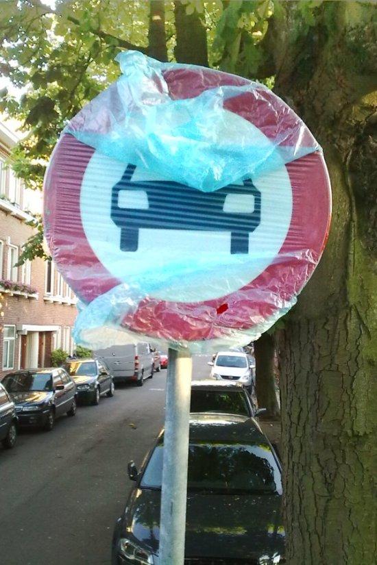 afgezakt verkeersbord