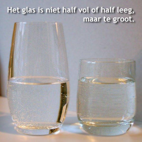 Het glas is niet half vol of half leeg, maar te groot