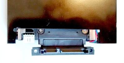 Een SATA connector repareer je met geduld en een M-F koppelstuk